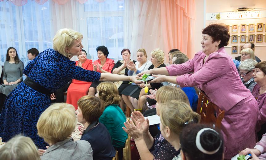 Почётными гостями праздника стали «ветераны» детского сада